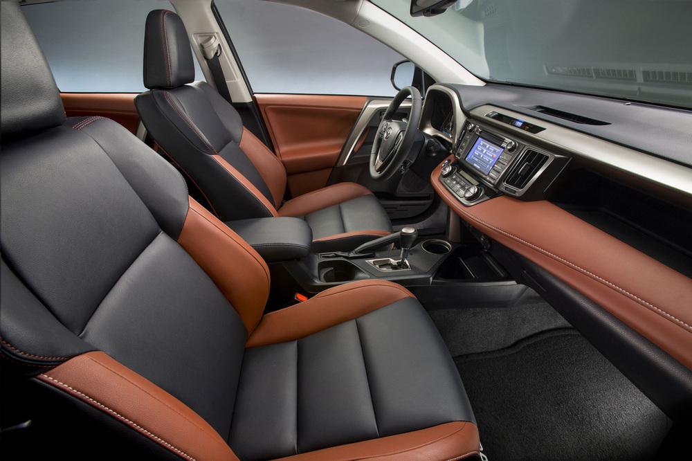 Toyota RAV4 салон