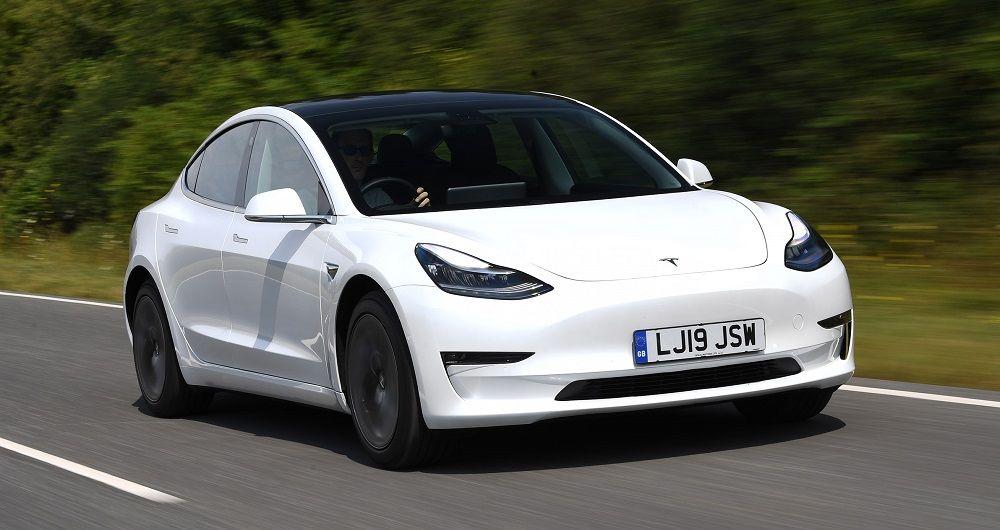 Американский автомобиль Tesla Model 3