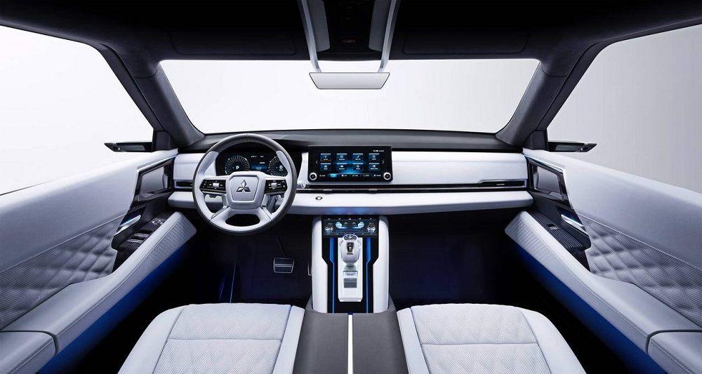 Новый автомобиль до 1,8 миллиона Mitsubishi Outlander внутри