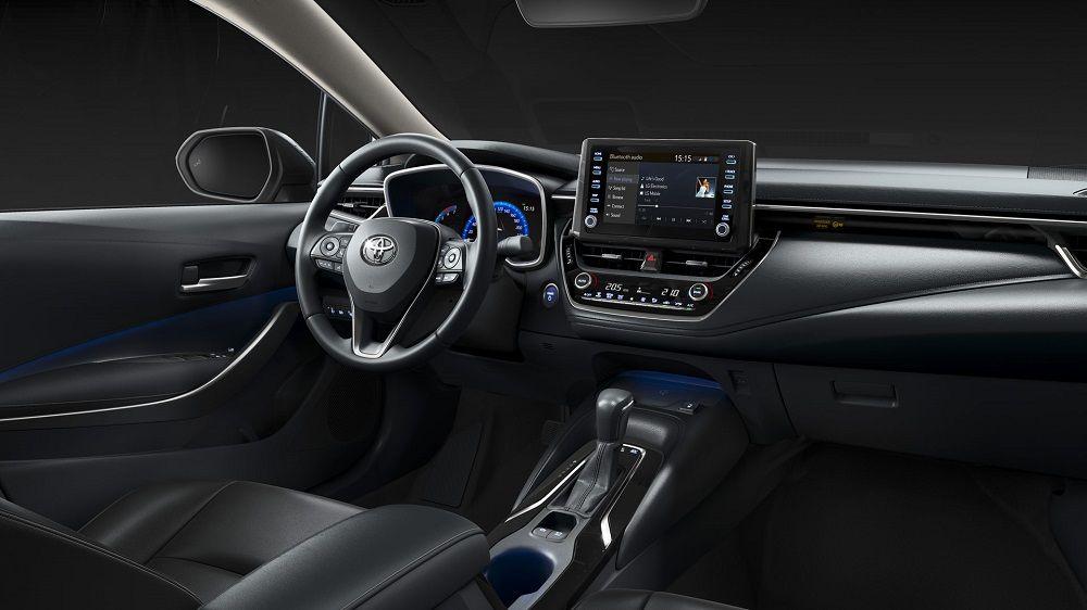 Новый автомобиль до 1,8 миллиона Toyota Corolla внутри