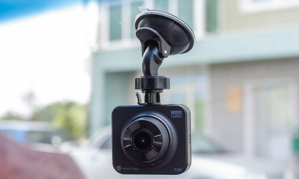 Полезный гаджет видеорегистратор Navitel R200