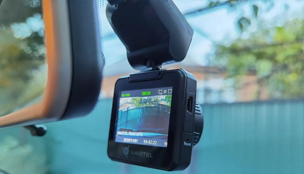 Бюджетный видеорегистратор NAVITEL R600