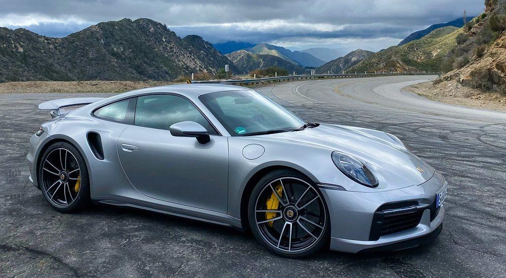 Качественный автомобиль Porsche 911