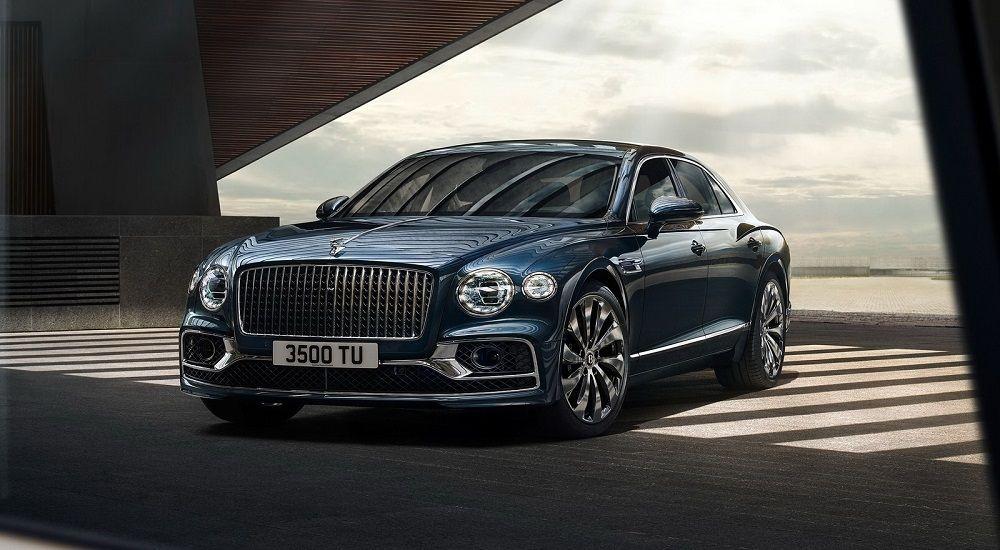 Красивый автомобиль Bentley Flying Spur