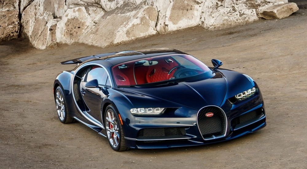 Красивый автомобиль Bugatti Chiron