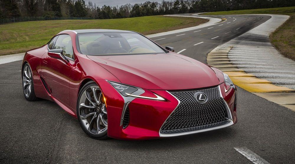 Красивый автомобиль Lexus LC