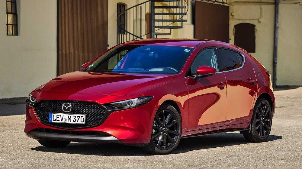 Красивый автомобиль Mazda 3