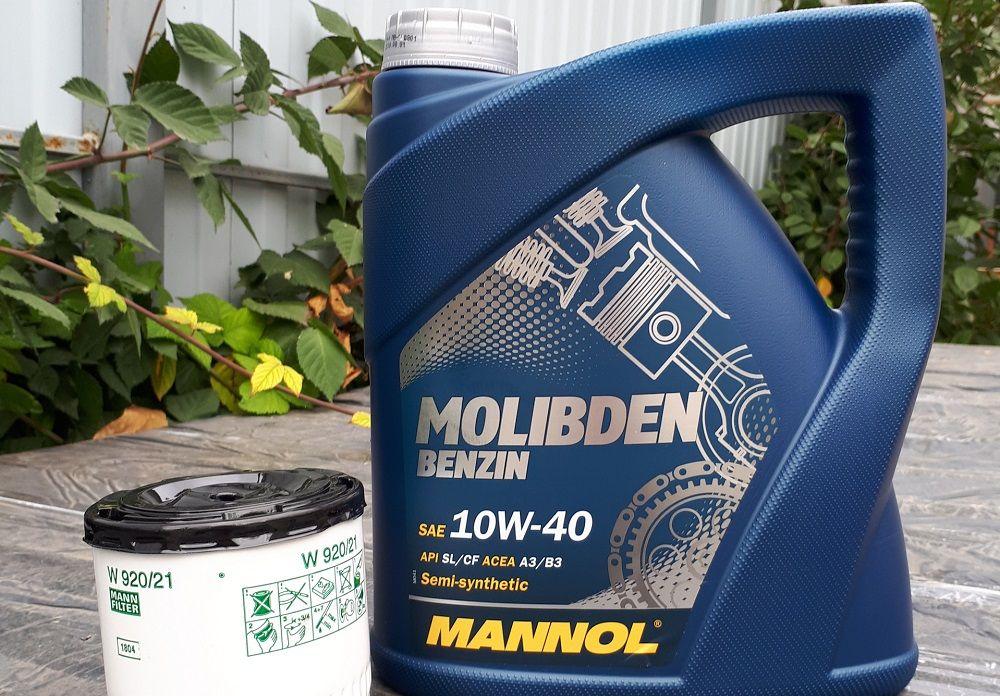 Моторное масло 10W40 Mannol Molibden Benzin
