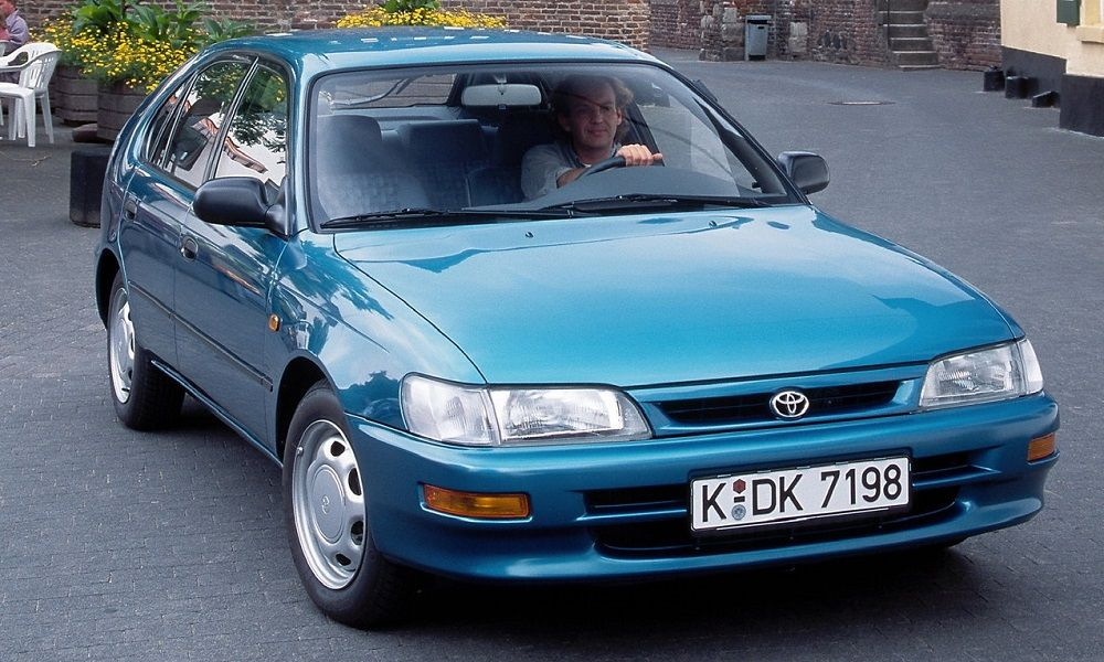 Подержанный автомобиль до 50 тысяч Toyota Corolla