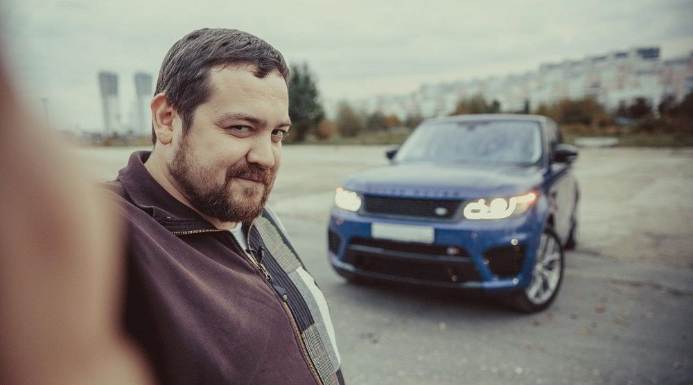 Популярный автоблогер SmotraTV