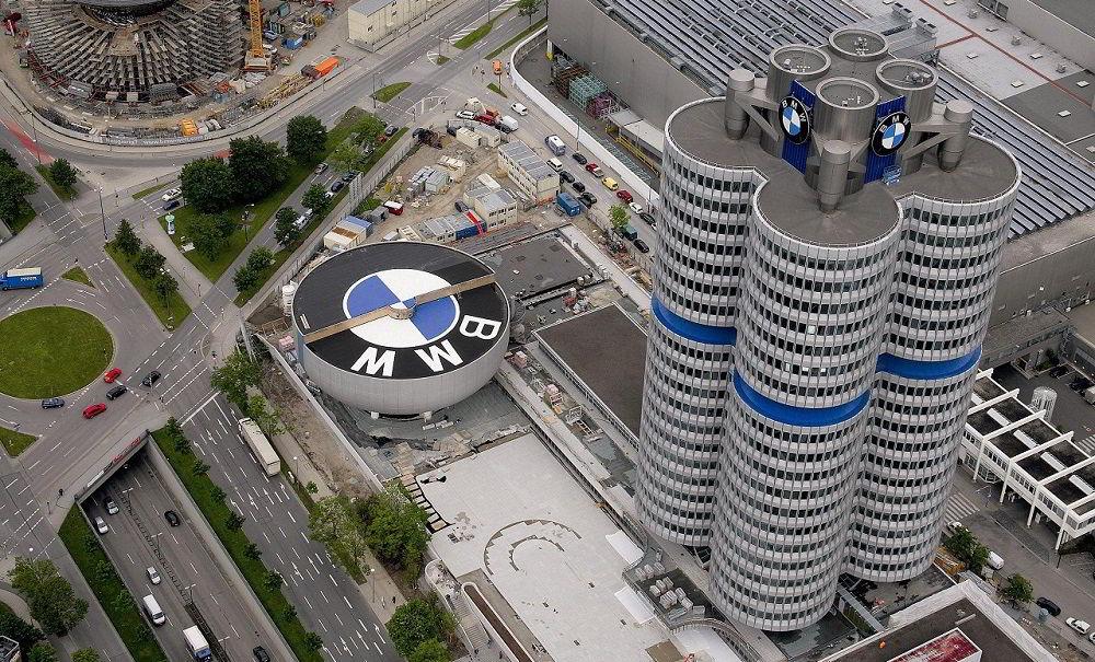 Популярный автопроизводитель BMW