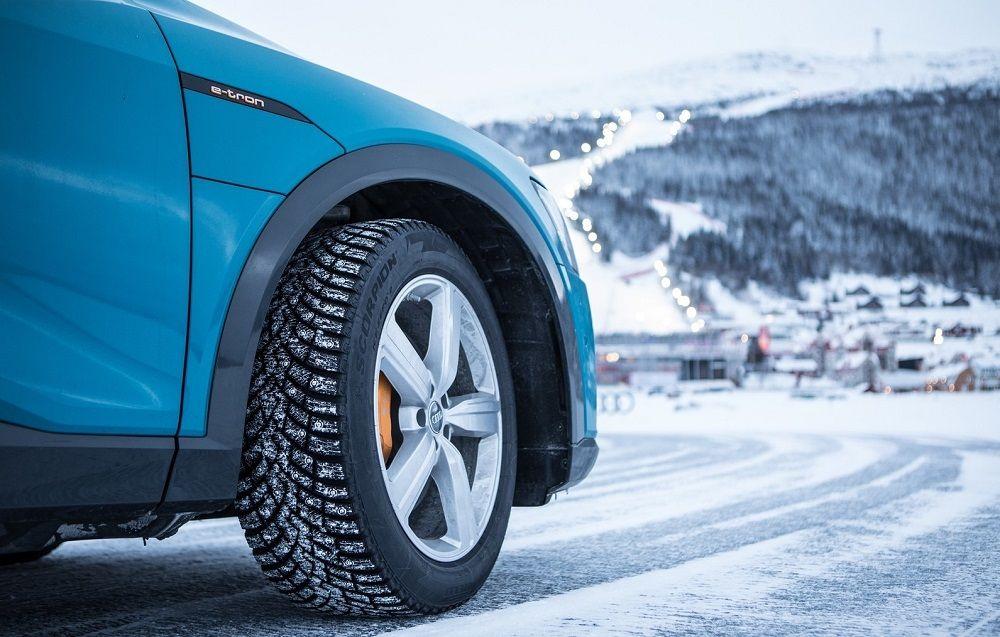 Зимние шипованные шины Pirelli Ice Zero 2