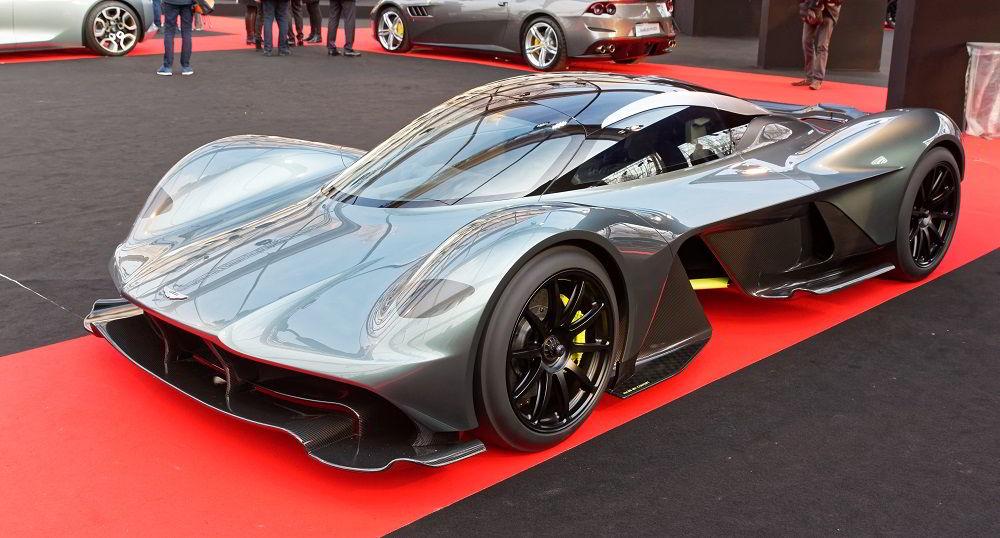 Крутой автомобиль Aston Martin Valkyrie