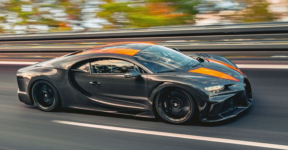 Крутой автомобиль Bugatti Chiron Super Sport 300+