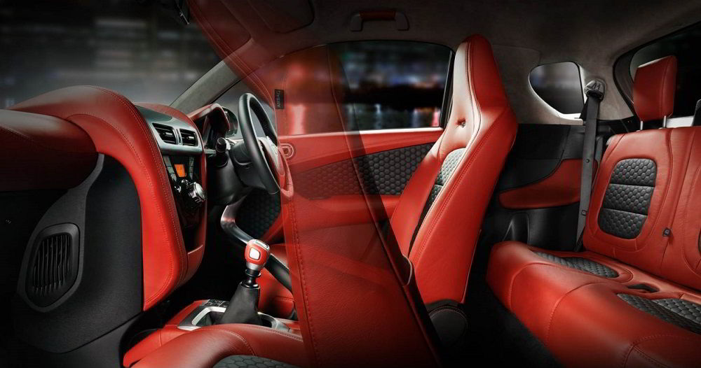 Маленький автомобиль Aston Martin Cygnet внутри