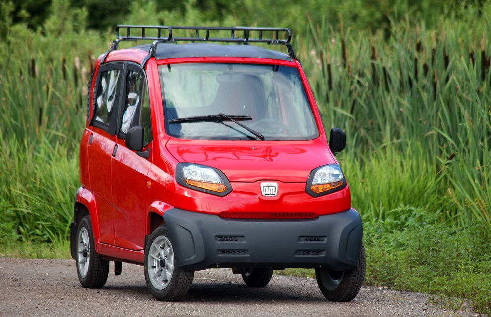 Маленький автомобиль Bajaj Qute