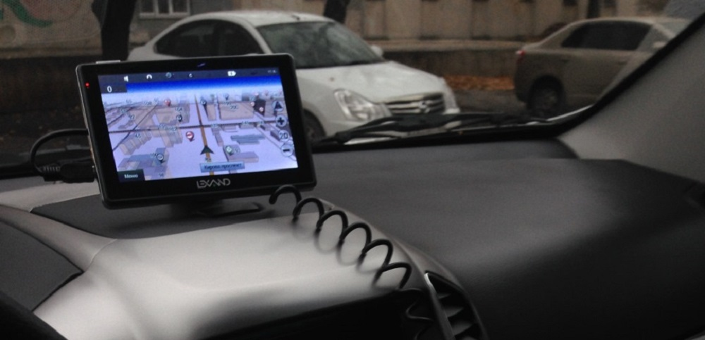 Навигатор с услугой «пробки» LEXAND SA5