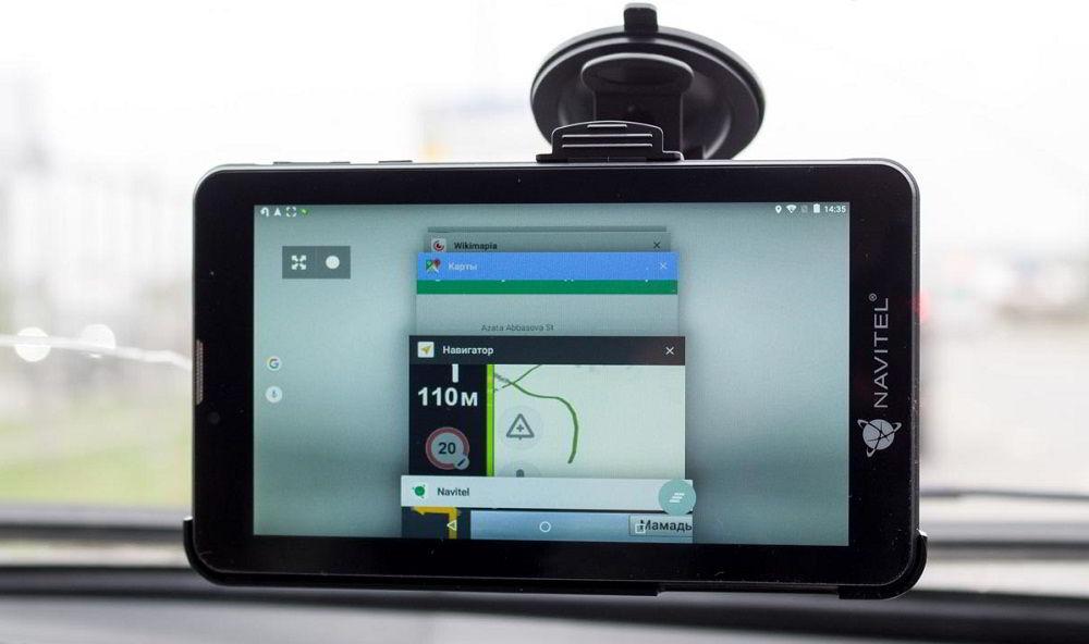 Навигатор с услугой «пробки» NAVITEL T700 3G