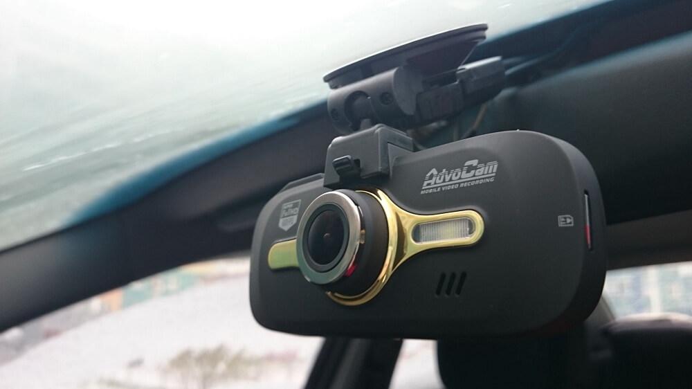 AdvoCam FD8 Gold GPS на лобовом стекле