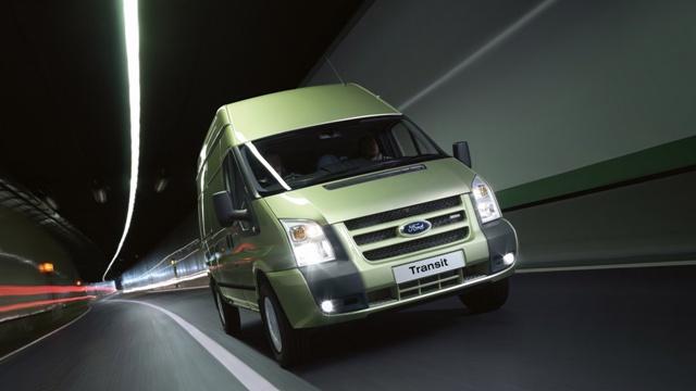 Ford Transit - один из лучших микроавтобусов для перевозки пассажиров