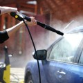 Бесконтактная мойка автомобиля позволяет сделать машину чистой без тряпки