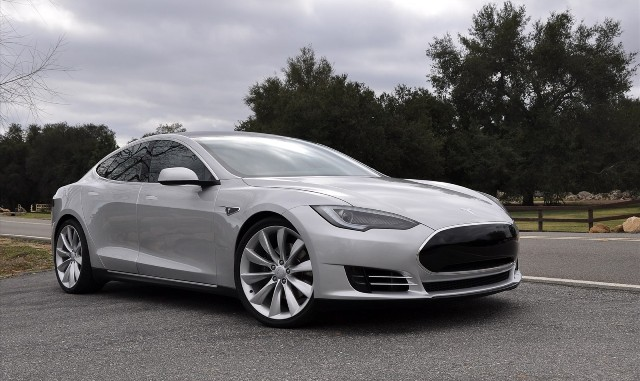 Tesla Model S - один из лучших электромобилей мира