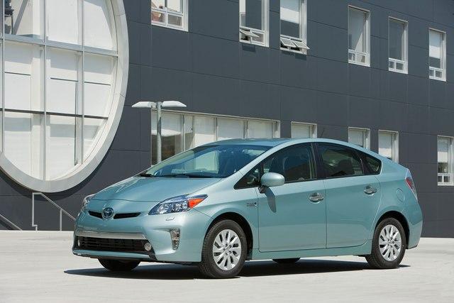 Toyota Prius - электромобиль из Японии