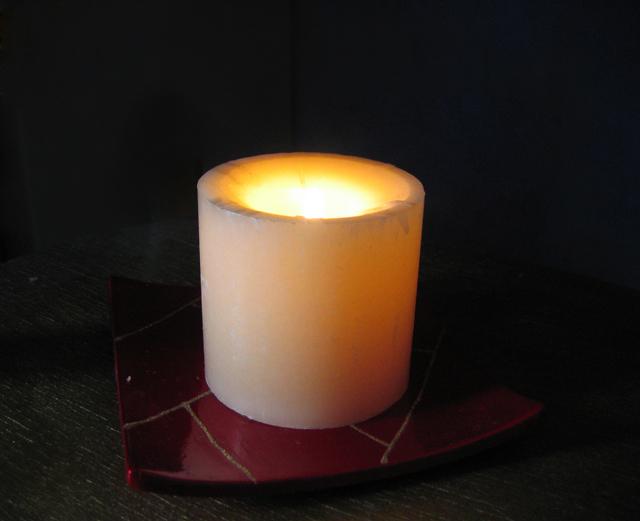 Горящая свеча поможет вам согреться в заглохшем авто