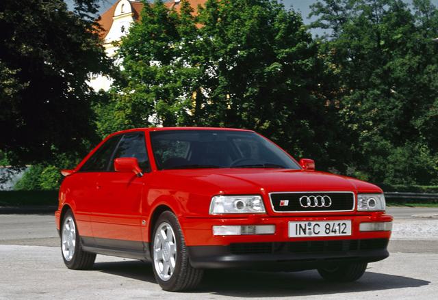 Старенький спорткар Audi Coupe 80
