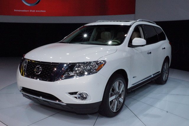 Автомобиль марки Nissan