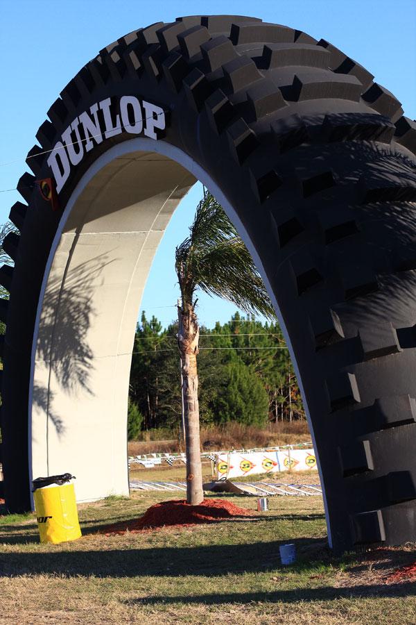 Монумент шины компании Dunlop Tires