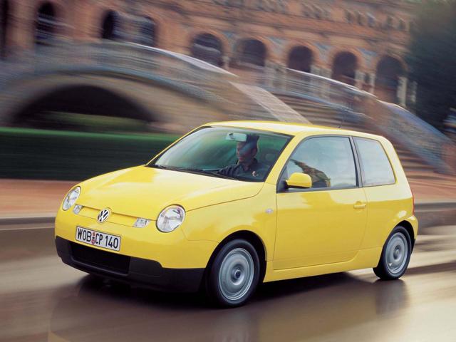 На фото автомобиль Volkswagen Lupo
