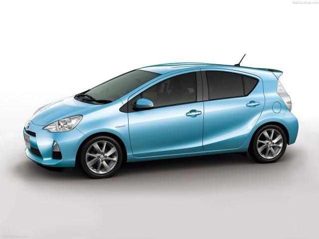 Автомобиль Toyota Prius C