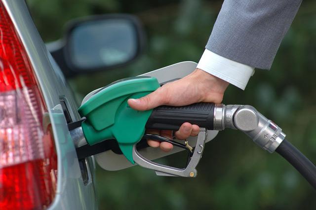 Извечный спор водителей: какой бензин лучше?