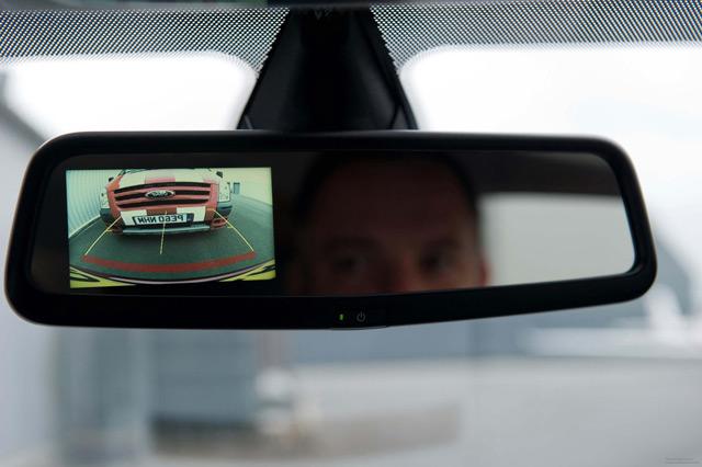 Зеркало со встроенным монитором