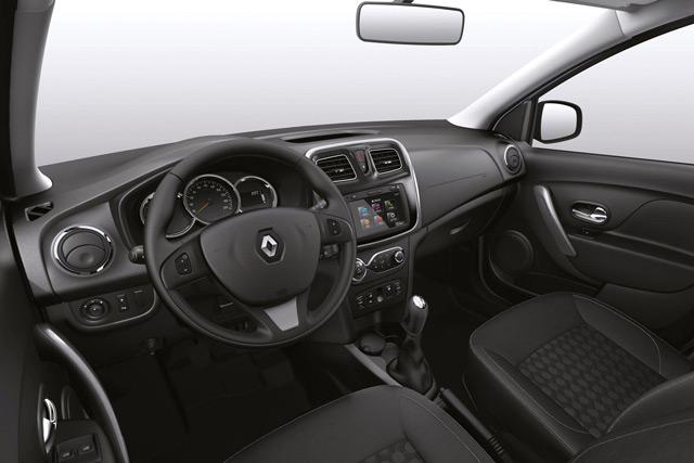 Салон автомобиля Рено Логан выглядит довольно привлекательно, учитывая использование недорогих материалов