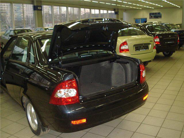 Багажник седана Лада Приора вмещает 430 литров груза