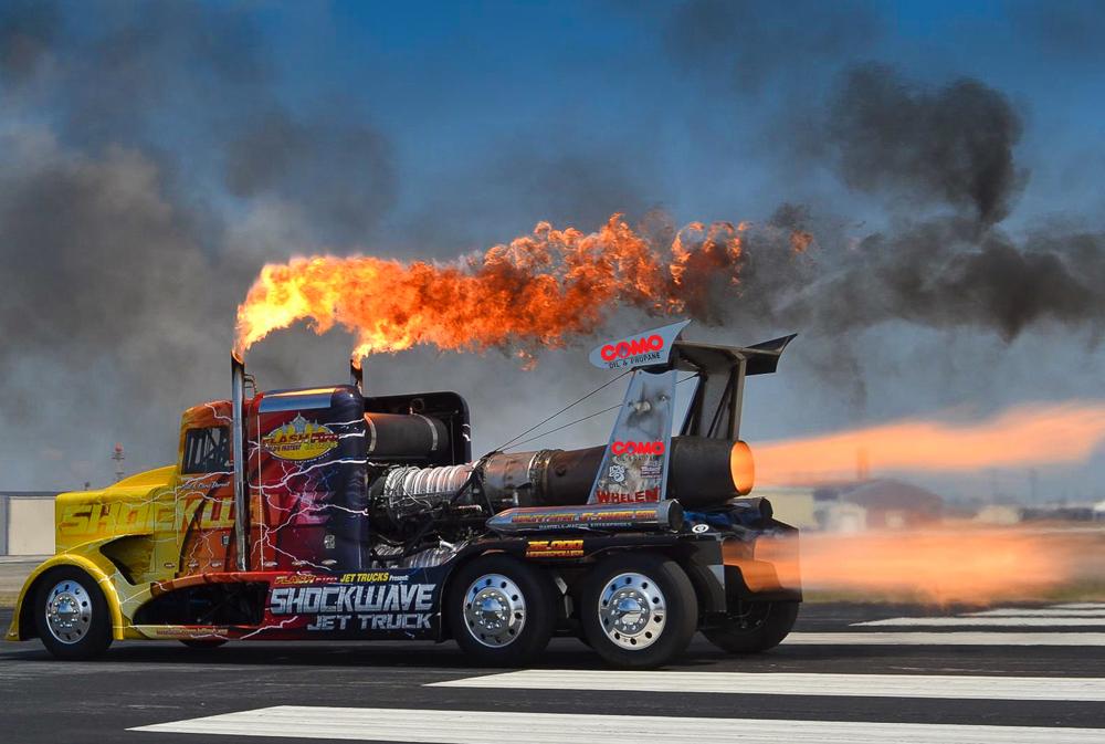 Вид сзади грузовика ShockWaveFlashFire