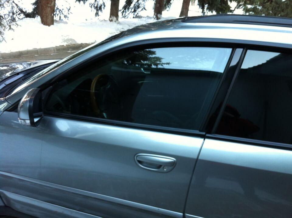 Тонированные стекла автомобиля