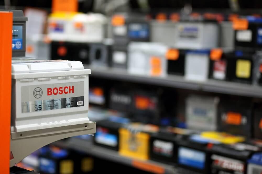 Автомобильные аккумуляторы в магазине