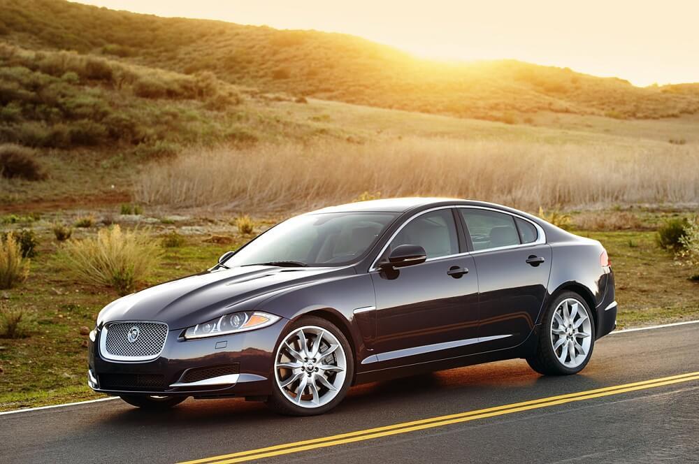 Автомобиль Jaguar XF