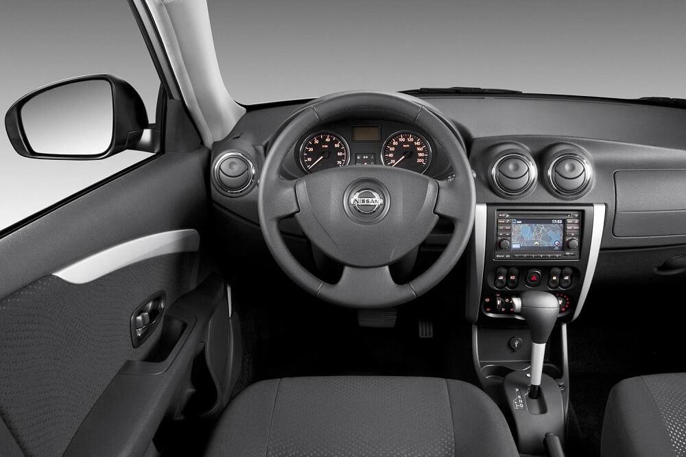 Nissan Almera салон