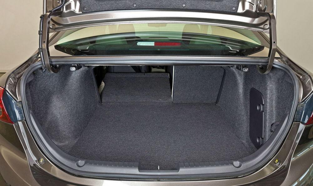 Mazda 3 - багажник
