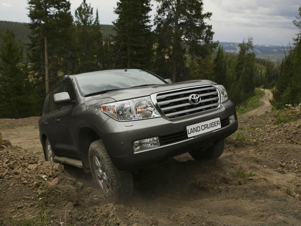 Toyota Land Cruiser 200 на бездорожье