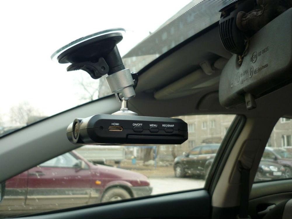 Простота крепления гибридного видеорегистратора