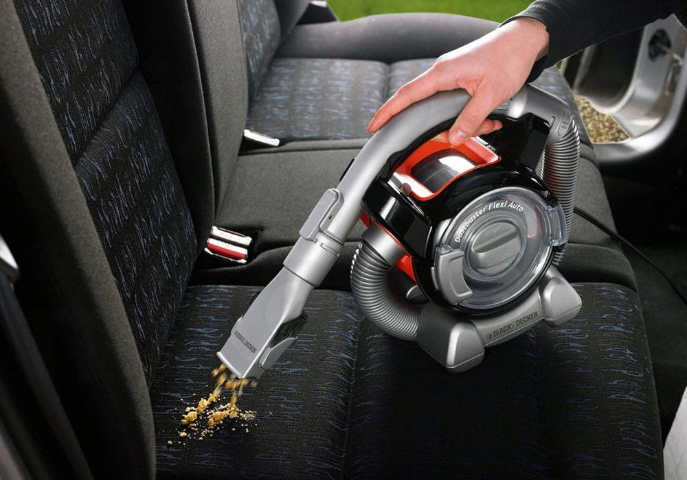 Уборка автомобиля пылесосом