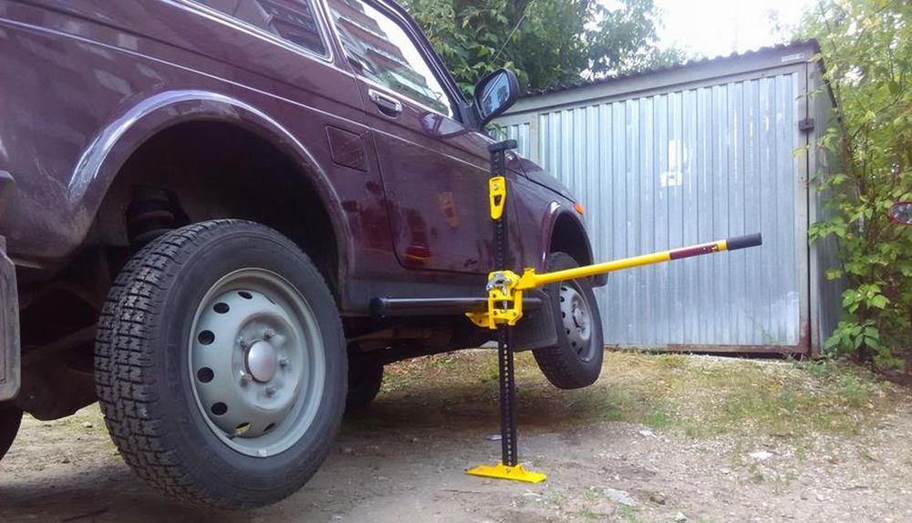 Домкрат для легковых автомобилей