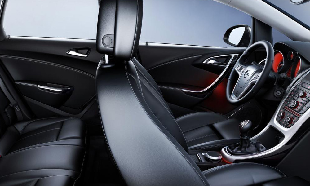 Салон хэтчбека Opel Astra